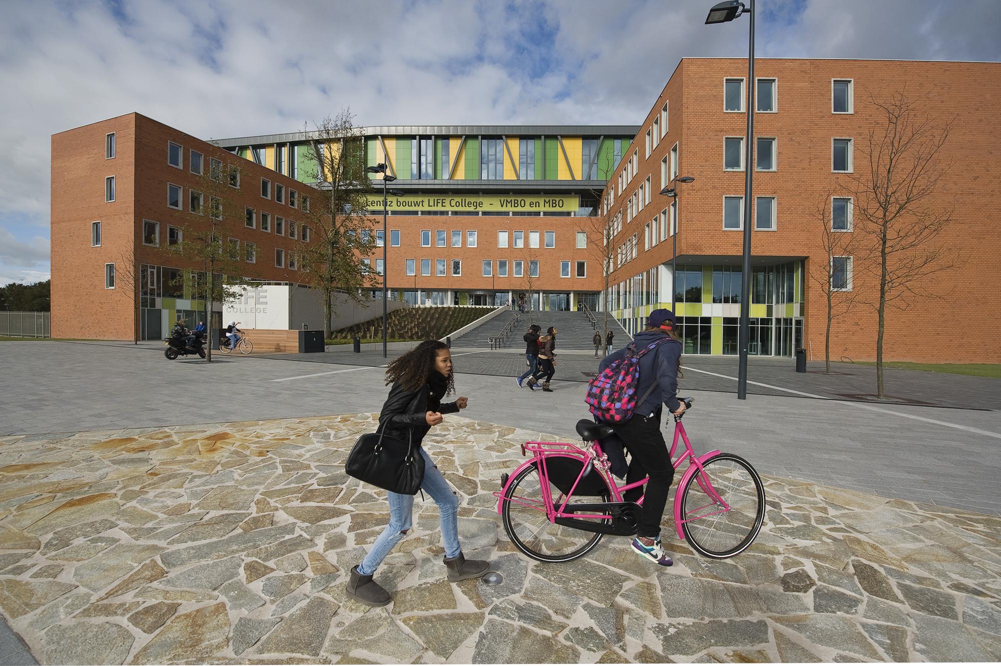 Lentiz Life College architect
